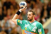 Tim Kneule (FAG) am Ball, Wurf