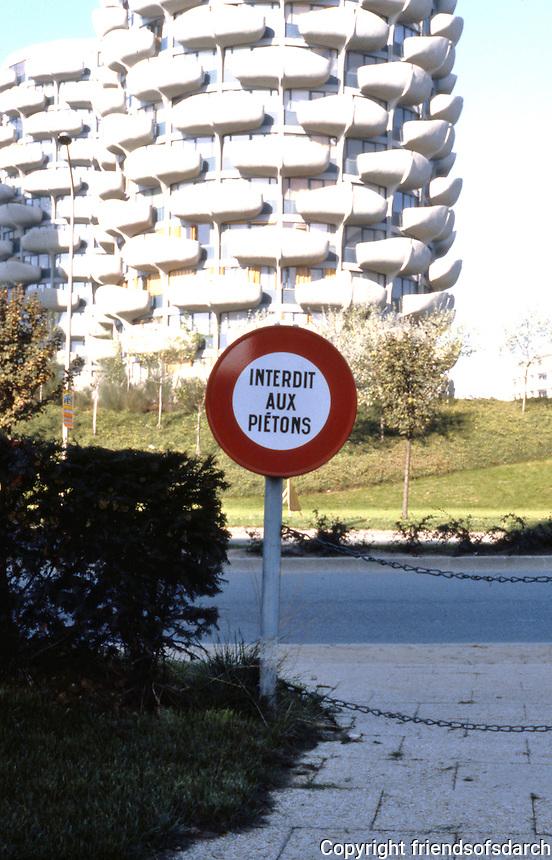Paris: Cretail. Signage--Interdit aux pietons.