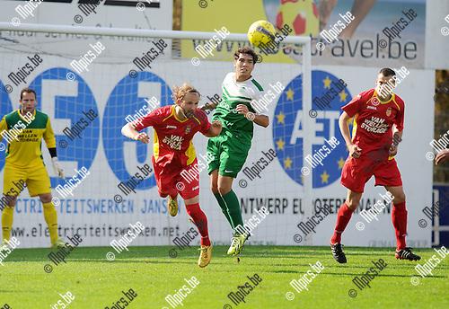 2014-09-21 / Voetbal / seizoen 2014-2015 / Kapellen - Diegem Sport / Jasper Vermeerbergen (Kapellen) kopt de bal weg voor Maxim Breugelmans.<br /><br />Foto: Mpics.be