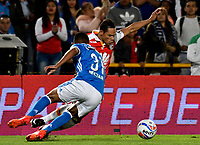 BOGOTA - COLOMBIA - 22 – 01 - 2018: Omar Bertel (Izq.) jugador de Millonarios disputa el balón con Anderson Plata (Der.) jugador de Independiente Santa Fe, durante partido entre Millonarios y el Independiente Santa Fe, por el Torneo Fox Sports 2018, jugado en el estadio Nemesio Camacho El Campin de la ciudad de Bogota. / Omar Bertel (L) player of Millonarios vies for the ball with Anderson Plata (R) player of Independiente Santa Fe, during a match between Millonarios and Independiente Santa Fe, for the Fox Sports Tournament 2018, played at the Nemesio Camacho El Campin stadium in the city of Bogota.Photo: VizzorImage / Luis Ramirez / Staff.