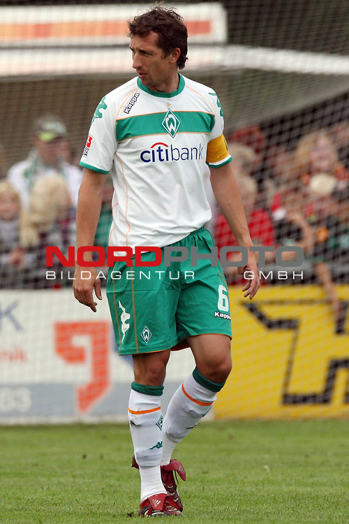 FBL 08/09 Test - BSV Kickers Emden vs. SV Werder Bremen in Loga bei Leer am 20.07.2008 1:2 (1:0)<br /> <br /> Freundschaftsspiel - Friendlymatch<br /> <br /> Frank Baumann (#6 GER Werder Bremen).<br /> <br /> Foto &copy; nph (  nordphoto  ) *** Local Caption ***