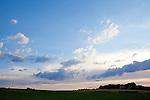 Europa, DEU, Deutschland, Nordrhein Westfalen, NRW, Rheinland, Niederrhein, Toenisberg, Abendstimmung, Himmel, Wolken ueber den Schaephuysener Hoehen, Kategorien und Themen, Wetter, Himmel, Wolken, Wolkenkunde, Wetterbeobachtung, Wetterelemente, Wetterlage, Wetterkunde, Witterung, Witterungsbedingungen, Wettererscheinungen, Meteorologie, Bauernregeln, Wettervorhersage, Wolkenfotografie, Wetterphaenomene, Wolkenklassifikation, Wolkenbilder, Wolkenfoto....[Fuer die Nutzung gelten die jeweils gueltigen Allgemeinen Liefer-und Geschaeftsbedingungen. Nutzung nur gegen Verwendungsmeldung und Nachweis. Download der AGB unter http://www.image-box.com oder werden auf Anfrage zugesendet. Freigabe ist vorher erforderlich. Jede Nutzung des Fotos ist honorarpflichtig gemaess derzeit gueltiger MFM Liste - Kontakt, Uwe Schmid-Fotografie, Duisburg, Tel. (+49).2065.677997, ..archiv@image-box.com, www.image-box.com]