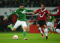 FUSSBALL   1. BUNDESLIGA   SAISON 2012/2013    20. SPIELTAG SV Werder Bremen - Hannover 96                           01.02.2013 Mehmet Ekici (li, SV Werder Bremen) gegen Sergio Pinto (re, Hannover)