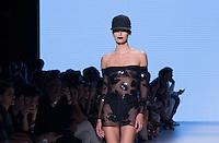 SÃO PAULO,SP, 26.10.2016 - SPFW-AMIR SLAMA - Desfile da grife Amir Slama durante a São Paulo Fashion Week N42 no Parque do Ibirapuera na região sul de São <br /> Paulo nesta quarta-feira, 26. <br /> <br /> (Foto: Fabricio Bomjardim/Brazil Photo Press)