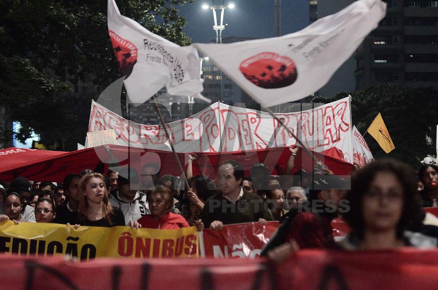 SAO PAULO, SP,03 de julho 2013- Manifestantes do MSTS realiza um protesto na Av Paulista pedindo mais moradias  ADRIANO LIMA / BRAZIL PHOTO PRESS).