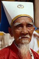Cao Dai-Priester in Tay Ninh, Vietnam