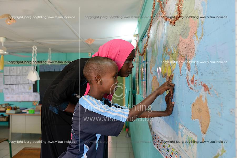 DJIBOUTI , Arta, school, children at world map / DSCHIBUTI, Arta, Schule, Kinder an einer Weltkarte