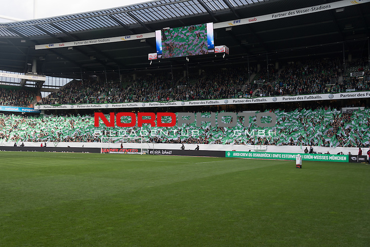 29.10.2016, Weser Stadion, Bremen, GER, 1.FBL, Werder Bremen vs SC Freiburg, im Bild<br /> <br /> Werder Fans vor dem Spiel gegen Freiburg - Feature, Fahnen, Osterdeich<br /> <br /> Foto &copy; nordphoto / Kokenge