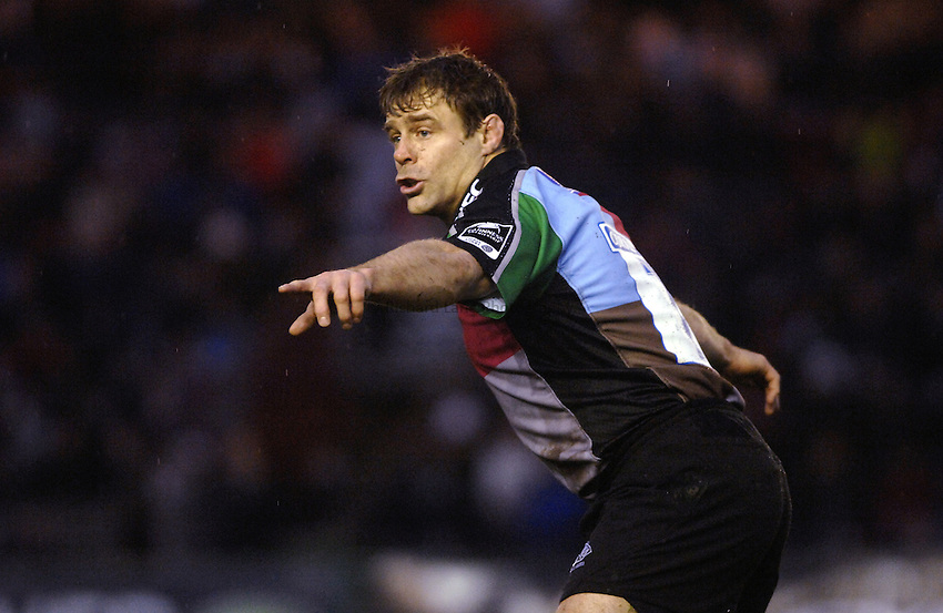 Photo: Richard Lane..NEC Harlequins v Bath Rugby. Guinness Premiership. 06/01/2007. .Quins' Paul Volley leads the way.