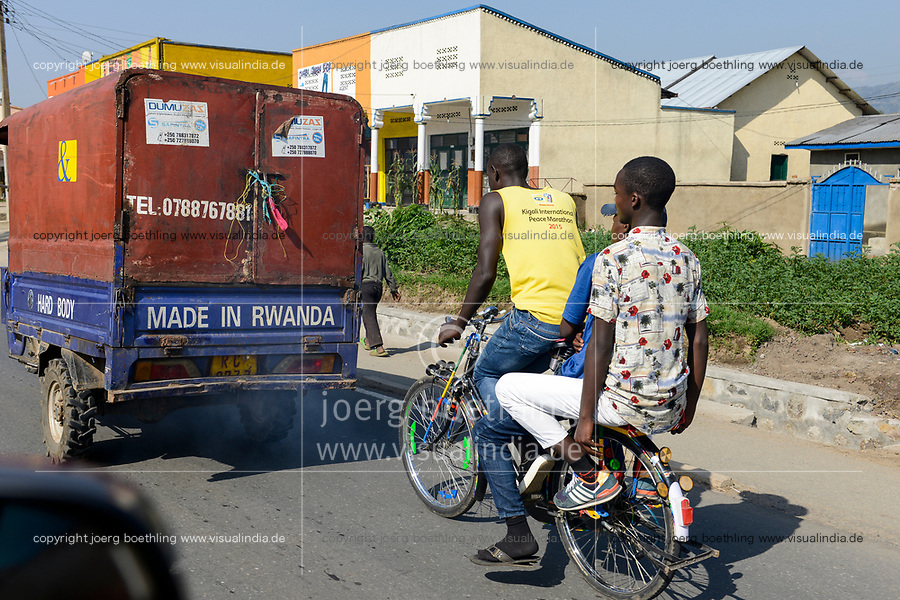 RWANDA, Musanze, Ruhengeri, traffic with auto-rikshaw and bicycle taxi