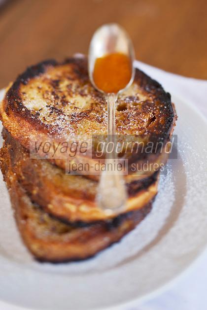 Europe/Europe/France/Midi-Pyrénées/46/Lot/Bach:  Auberge Lou Bourdié, Les Pains perdus de Monique Valette - dessert quercynois   France, Lot, Bach, Auberge Lou Bourdié, the french toast Monique Vallette, dessert Quercy