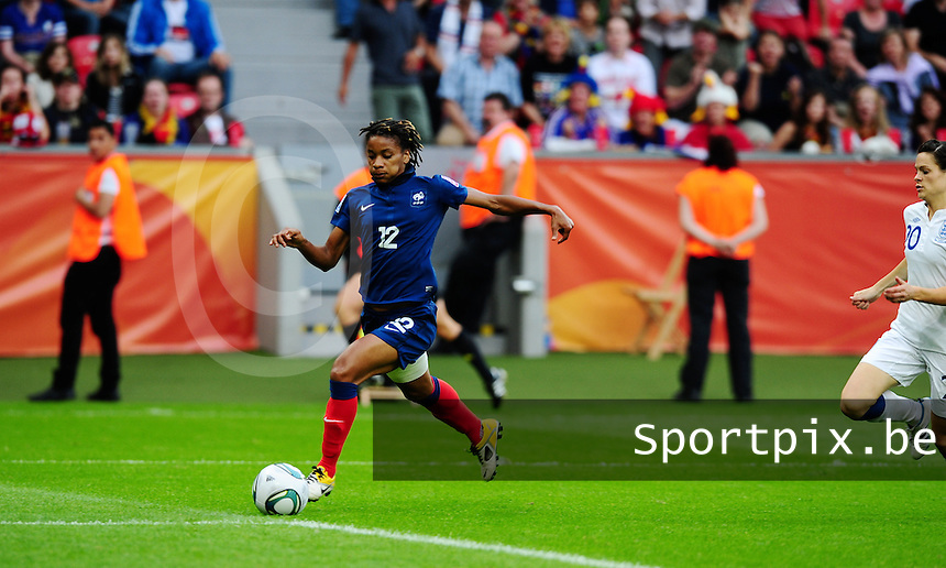 Fifa Women's World Cup Germany 2011 : England - France - at Leverkusen : Elodie Thomis aan de bal.foto DAVID CATRY / Vrouwenteam.be