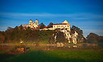 Opactwo benedyktynów w Tyńcu wraz z kościołem św. Piotra i św. Pawła - najstarszy z istniejących klasztorów w Polsce, widok z Piekar.