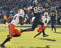 PItt wide receiver Jester Weah (85) makes a catch. The Pitt Panthers upset the undefeated Miami Hurricanes 24-14 on November 24, 2017 at Heinz Field, Pittsburgh, Pennsylvania.