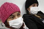 SCH03. BUIN (CHILE), 17/08/2011.- Las estudiantes Francia Garate (i) y Kamila Rubilar (d), que mantienen una huelga de hambre desde hace más de 30 días en demanda de una educación pública, gratuita y de calidad, continúan su protesta hoy, miércoles 17 de agosto de 2011, en el liceo A131 de Buin (Chile). EFE/Felipe Trueba