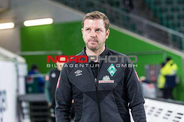 01.12.2019, Volkswagen Arena, Wolfsburg, GER, 1.FBL, VfL Wolfsburg vs SV Werder Bremen<br /> <br /> DFL REGULATIONS PROHIBIT ANY USE OF PHOTOGRAPHS AS IMAGE SEQUENCES AND/OR QUASI-VIDEO.<br /> <br /> im Bild / picture shows<br /> Florian Kohfeldt (Trainer SV Werder Bremen) <br /> bei Ankunft im Stadion, <br /> <br /> Foto © nordphoto / Ewert