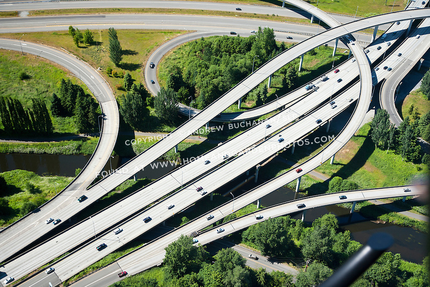 An aerial view of a freeway interchange.