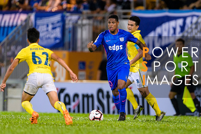 Kitchee Midfielder Robert dos Santos (C) in action during the Preseason Friendly Match between Kitchee and Buriram United at Mong Kok Stadium on August 18, 2018 in Hong Kong. Photo by Marcio Machado/Photo by Marcio Machado/Power Sport Images