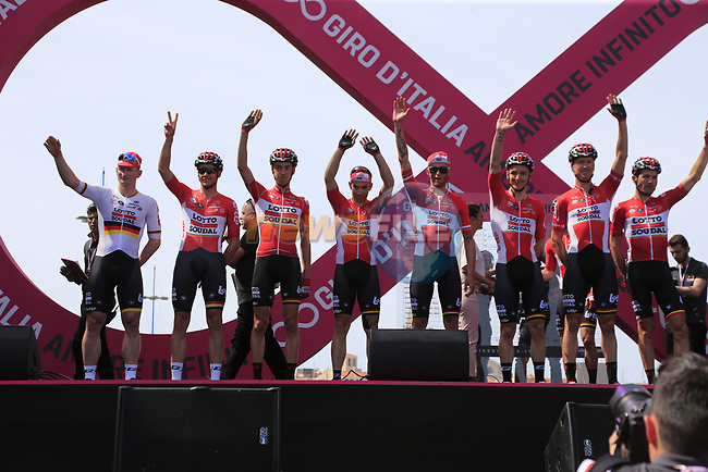 Lotto-Soudal at sign on before Stage 1 of the 100th edition of the Giro d'Italia 2017, running 206km from Alghero to Olbia, Sardinia, Italy. 4th May 2017.<br /> Picture: Eoin Clarke | Cyclefile<br /> <br /> <br /> All photos usage must carry mandatory copyright credit (&copy; Cyclefile | Eoin Clarke)