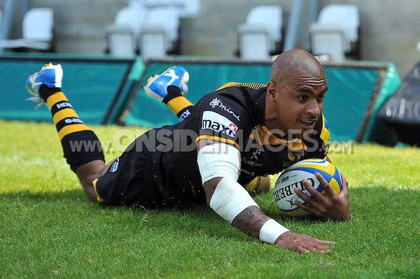 Tom Varndell scores Wasps' first try of the match. European Champions Cup play-off, between London Wasps and Stade Francais on May 18, 2014 at Adams Park in High Wycombe, England. Photo by: Patrick Khachfe / JMP