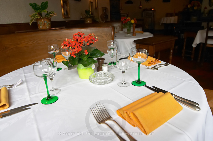 restaurant table restaurant au boeuf rouge andlau alsace france