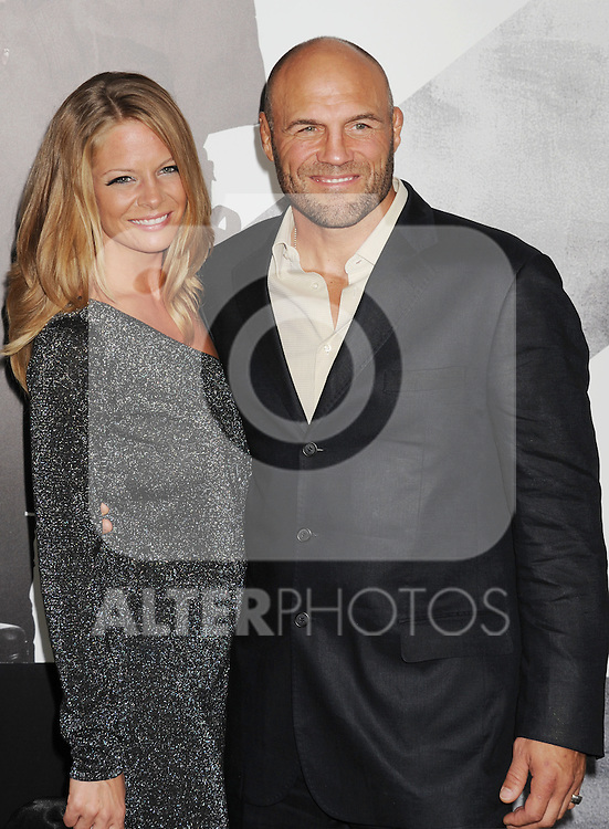 HOLLYWOOD, CA - AUGUST 15: Annie Stanley and Randy Couture arrive at the 'The Expendables 2' - Los Angeles Premiere at Grauman's Chinese Theatre on August 15, 2012 in Hollywood, California. /NortePhoto.com....**CREDITO*OBLIGATORIO** ..*No*Venta*A*Terceros*..*No*Sale*So*third*..*** No Se Permite Hacer Archivo**..*No*Sale*So*third*