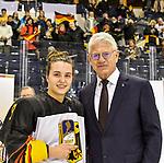 09.01.2020, BLZ Arena, Füssen / Fuessen, GER, IIHF Ice Hockey U18 Women's World Championship DIV I Group A, <br /> Siegerehrung, <br /> im Bild Ehrung der besten Verteidigerin des Turniers, Ronja Hark (GER, #8), DEB Praesident Franz Reindl<br /> <br /> Foto © nordphoto / Hafner