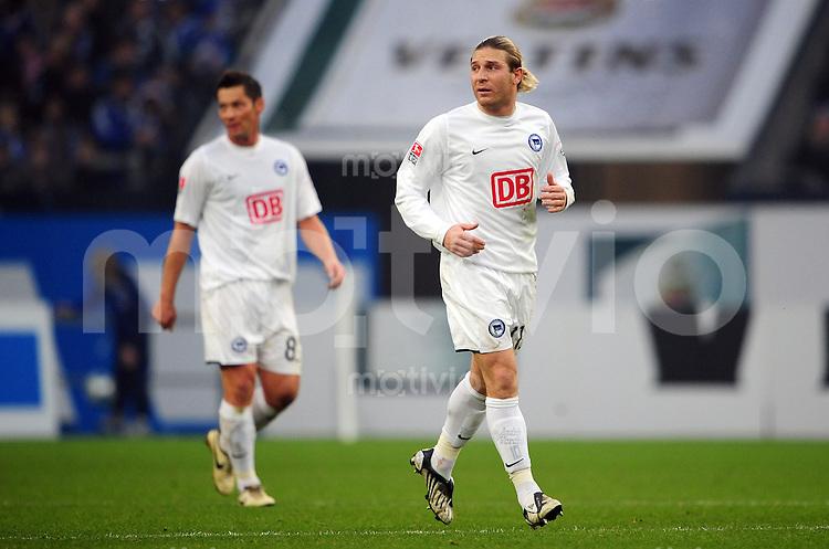 FUSSBALL   1. BUNDESLIGA   SAISON 2008/2009   16. SPIELTAG FC Schalke 04 - Hertha BSC Berlin                           06.12.2008 Pal DARDAI (li) und Andrery VORONIN (v.l, beide Berlin) enttaeuscht