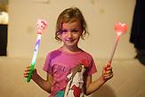 Die fünfjährige Matea Putica aus Neum posiert für ein Porträt. / Five year old Matea Putica lives in Neum and poses for a portrait.