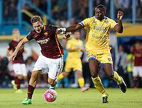 Calcio, Serie A: Frosinone vs Roma. Frosinone, stadio Comunale, 12 settembre 2015.<br /> Roma&rsquo;s Francesco Totti, left, is challenged by Frosinone&rsquo;s Mobido Diakite during the Italian Serie A football match between Frosinone and Roma at Frosinone Comunale stadium, 12 September 2015.<br /> UPDATE IMAGES PRESS/Riccardo De Luca