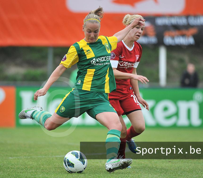 KNVB Beker Finale : ADO Den Haag - FC Twente : Marleen Joore aan de bal voor Maayke Heuver<br /> foto DAVID CATRY / Nikonpro.be