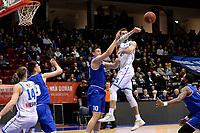 GRONINGEN - Basketbal, Donar - Den Helder, Dutch Basketbal League, seizoen 2019-2020, 09-02-2020,  Donar speler Andrew Smith in duel met Den Helder speler Yarick Brussen