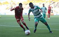 BOGOTÁ - COLOMBIA, 16-09-2018:Amaury Torralvo (Der.) jugador de La Equidad  disputa el balón con Daniel Munoz(Izq.) jugador del Rionegro durante partido por la fecha 10 de la Liga Águila II 2018 jugado en el estadio Metropolitano de Techo de la ciudad de Bogotá. /Amaury Torralvo (R) player of La Equidad fights for the ball with Daniel Munoz (L) player of Rionegro during the match for the date 10 of the Liga Aguila II 2018 played at the Metropolitano de Techo Stadium in Bogota city. Photo: VizzorImage / Felipe Caicedo / Staff.