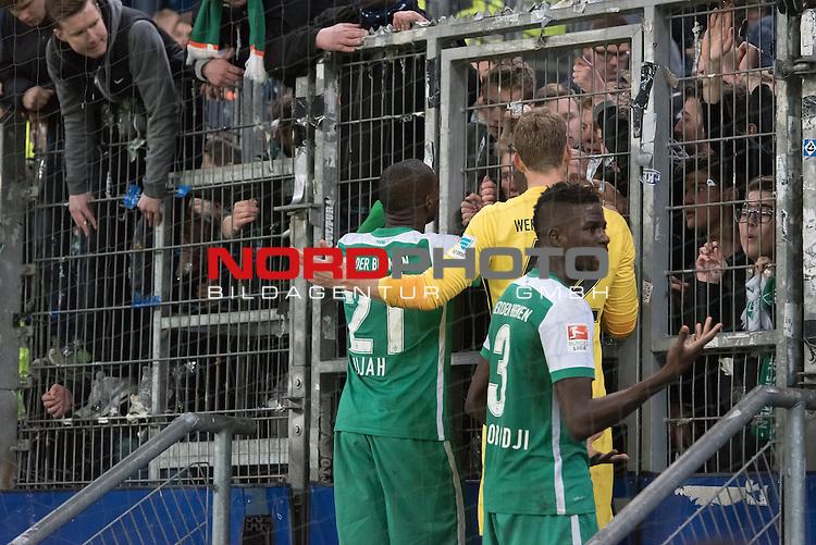 22.04.2016, Volksparkstadion, Hamburg, GER, 1.FBL. Hamburger SV vs Werder Bremen , im Bild<br /> <br /> entt&auml;uscht / enttaeuscht / traurig /<br /> Anthony Ujah (Bremen #21)<br /> Felix Wiedwald (Bremen #42) <br /> Papy Djilobodji  (Bremen #3) bei den Fans<br /> <br /> Foto &copy; nordphoto / Kokenge