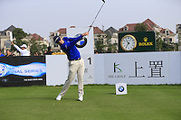 Justin Rose (ENG) tees off the 1st tee to start his match during Sunday's Final Round of the 2014 BMW Masters held at Lake Malaren, Shanghai, China. 2nd November 2014.<br /> Picture: Eoin Clarke www.golffile.ie