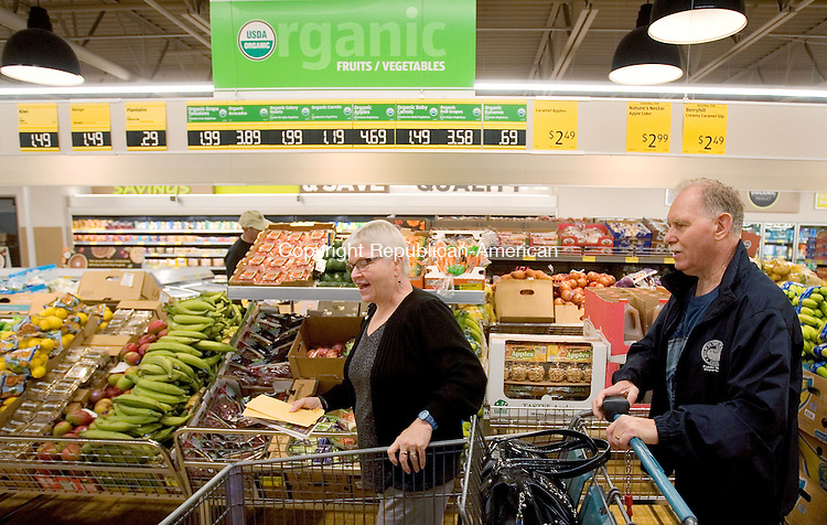 WATERBURY CT. 28 September 2015-092815SV05-Linda and Murlin Stevens of Waterbury shop for organic fruits and vegetables at Aldi in Waterbury Monday. German-owned grocer Aldi held a media preview and ribbon-cutting ceremony for the reopening of its Waterbury store on Monday. The store will have new healthier options such as organic produce, USDA Choice beef and Simply Nature line of products. <br /> Steven Valenti Republican-American