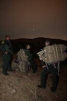 Border Patrol agents with 250 LBS of Marijuana, which they confiscated from smugglers on a mountain near Nogales..Nogales, AZ.12/10/05.photos: Hector Emanuel