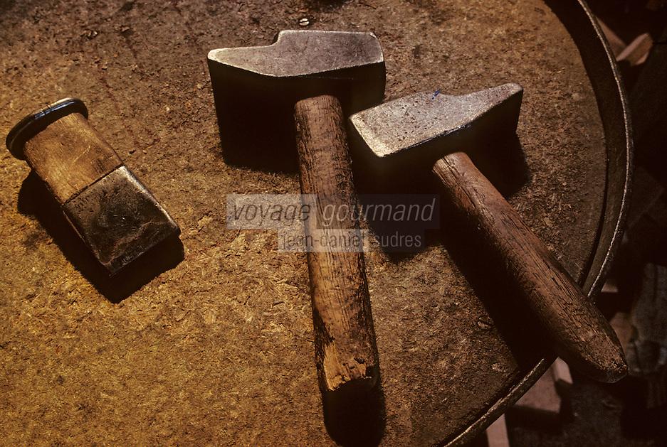 Europe/France/Poitou-Charentes/16/Charente/Cognac/Tonnellerie Seguin Moreau: Les outils<br /> PHOTO D'ARCHIVES // ARCHIVAL IMAGES<br /> FRANCE 1990