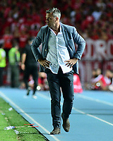 CALI - COLOMBIA, 14-04-2019: Lucas Pusireni técnico del Cali gesticula durante partido por la fecha 15 de la Liga Águila I 2019 entre América de Cali y Deportivo Cali jugado en el estadio Pascual Guerrero de la ciudad de Cali. / Lucas Pusineri coach of Cali gestures during match for the date 15 as part of Aguila League I 2019 between America Cali and Deportivo Cali played at Pascual Guerrero stadium in Cali. Photo: VizzorImage / Nelson Rios / Cont