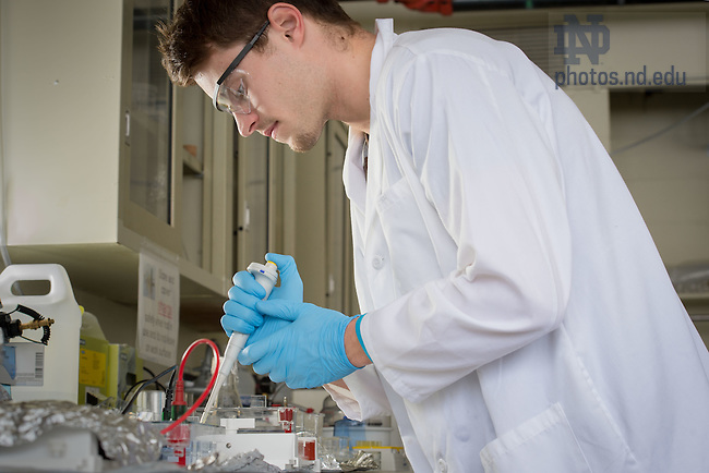 Feb. 4, 2015; Undergraduate researcher in the Rad Lab. (Photo by Matt Cashore/University of Notre Dame)