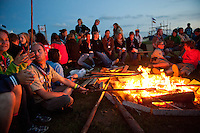 In Autumn the scouts having a camp fire. Photo: Christoffer Munkestam/Scouterna