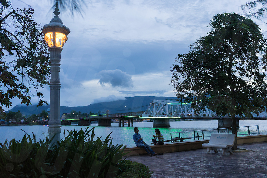 September 19, 2016 - Kampot (Cambodia). A couple enjoys the sunset on the river side of Kampot town. © Thomas Cristofoletti / Ruom