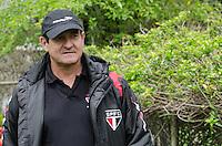 SÃO PAULO, SP, 08 DE OUTUBRO DE 2013 - TREINO SAO PAULO - O técnico Muricy Ramalho, durante treino do São Paulo, no CT da Barra Funda, região oeste da capital, na manhã desta terça feira, 08.  FOTO: ALEXANDRE MOREIRA / BRAZIL PHOTO PRESS