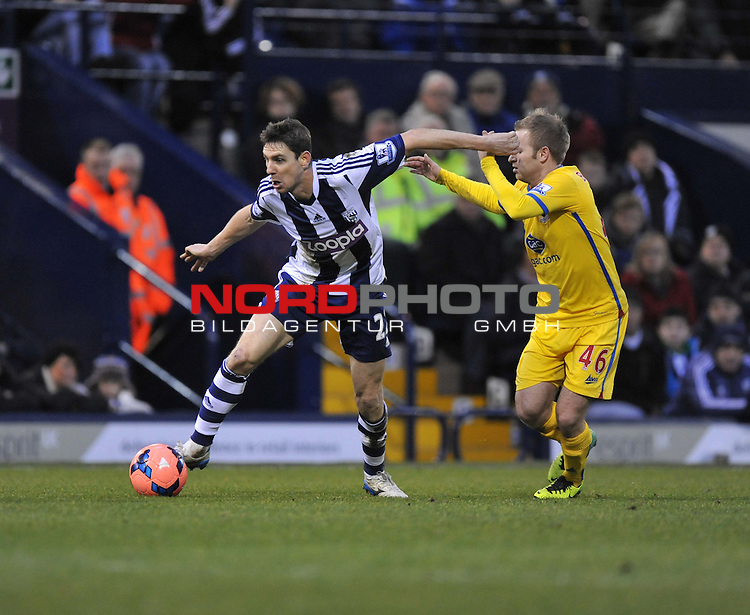 West Bromwich Albion's Zoltan Gera holds off Crystal Palace's Barry Bannan from the ball. -  04/01/2014 - SPORT - FOOTBALL - West Bromwich - The Hawthorns - West Brom v Crystal Palace - FA Cup - Third Round<br /> Foto nph / Meredith<br /> <br /> ***** OUT OF UK *****