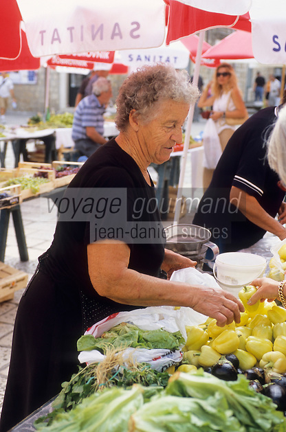 Europe/Croatie/Dalmatie/Dubrovnik: Agricultrice à son étal sur le marché paysan