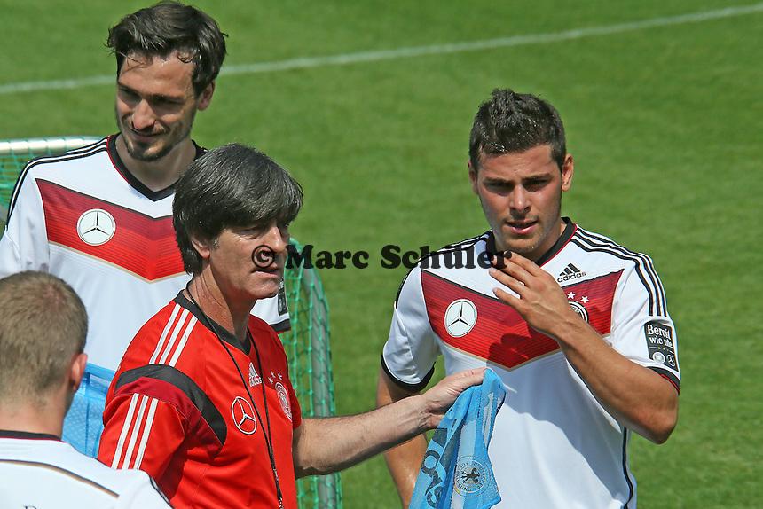 Bundestrainer Joachim Löw mit Mats Hummels, Kevin Volland- Trainingslager der Deutschen Nationalmannschaft zur WM-Vorbereitung in St. Martin