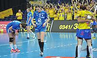 Handball Champions League Frauen 2013/14 - Handballclub Leipzig (HCL) gegen Metz (FRA) am 10.11.2013 in Leipzig (Sachsen). <br /> IM BILD: Karolina Szwed Örneborg / Oerneborg (HCL) und Karolina Kudlacz (HCL) lassen die Köpfe hängen, während die Gäste jubeln. <br /> Foto: Christian Nitsche / aif