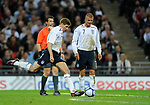 Steven Gerrard of England takes a free kick watched by David Beckham during the Friendly International match at Wembley Stadium, London. Picture date 28th May 2008. Picture credit should read: Simon Bellis/Sportimage
