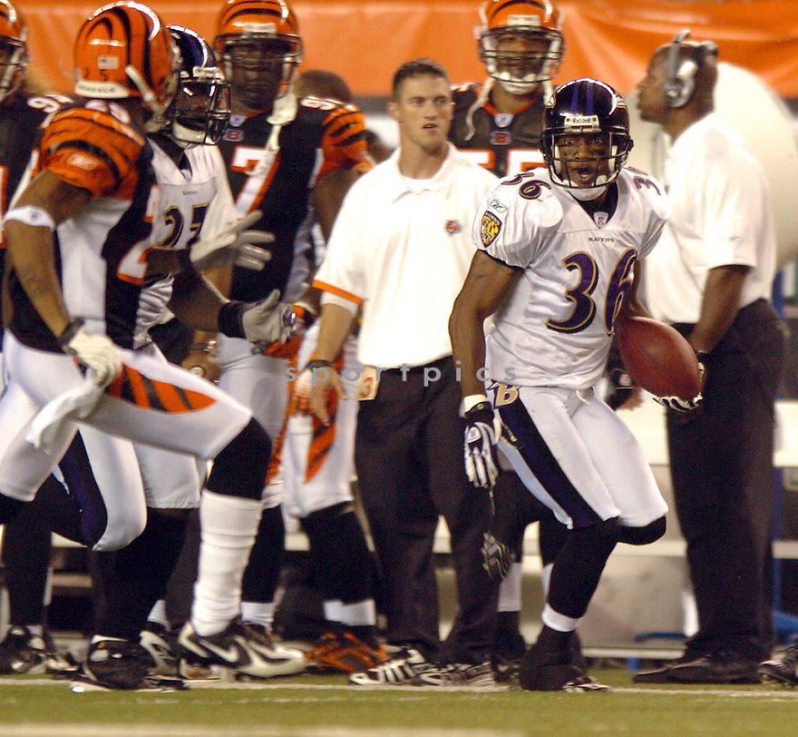 BJ SAMS, of the Baltimore Ravens, during the Raven game against the Cincinnati Bengals in Cincinnati, Ohio on Septmeber 9, 2007.  The Bengal won the game 27-20.... SportPics.......