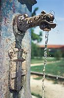 """Milano, una vedovella, tipica fontanella milanese in ghisa --- Milan, a """"vedovella"""", typical milanese cast iron drinking fountain"""